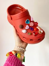 Load image into Gallery viewer, The MARIANNE Shoe charms - SEQUIN FLOWERS x DROP 5 - Blackcurrantpop