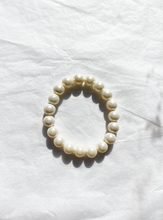 Load image into Gallery viewer, The ELLE Pearl Bracelet - Blackcurrantpop