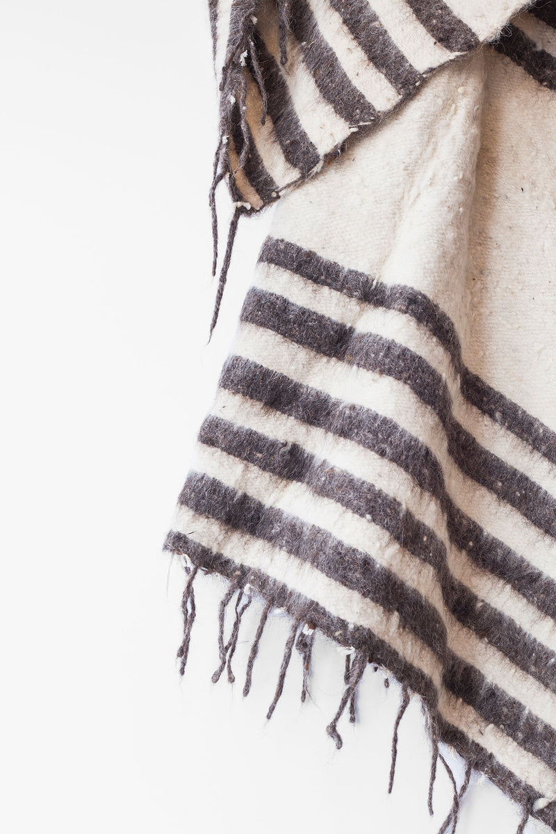 Modern Momo Blanket - Thin Stripe - Grey
