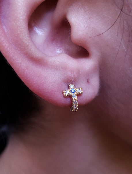 Lobe piercing de cruz