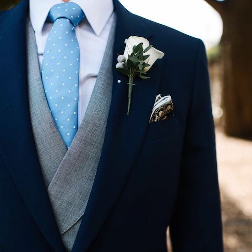 Should you wear a Boutonnière at a wedding