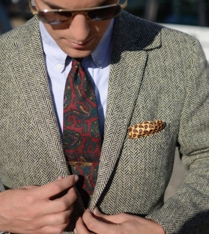 Paisley tie and plain shirt