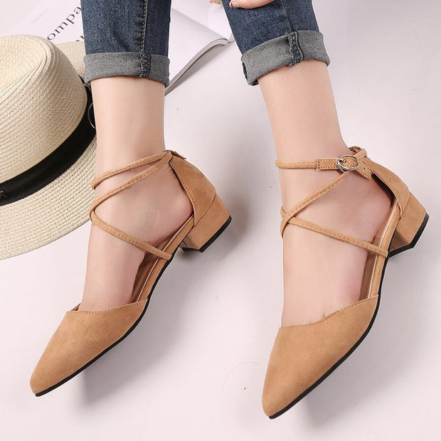 Wild pointed low-heeled shoes