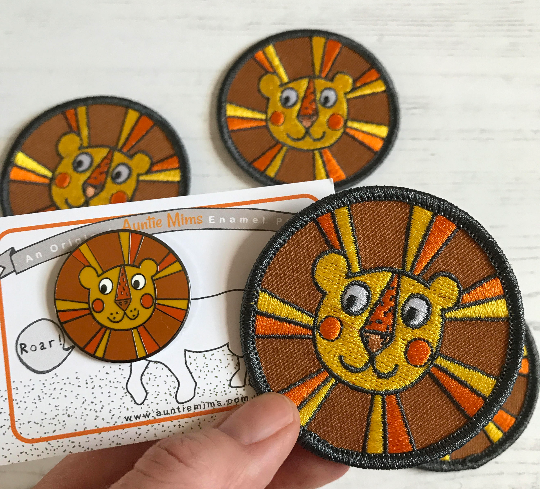 Retro Lion Iron On Embroidered Patch - With Pin