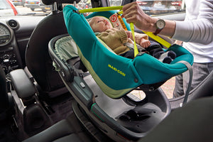 Maxi-Cosi Autositz Coral i-Size Neo Green Anwendungsbeispiel Soft Carrier in Safety Shell Auto