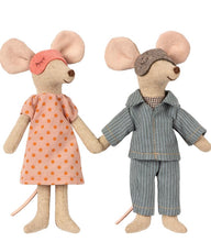 Load image into Gallery viewer, Maileg Mum and Dad mice