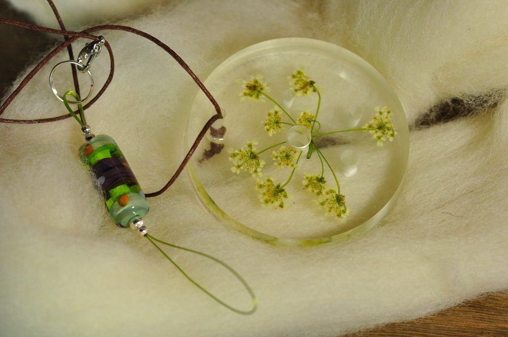 Resin Spinner's Diz with Threader: Cow Parsley