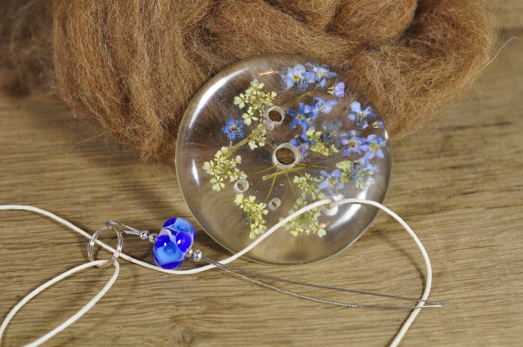 Resin Spinner's Diz with Threader: Forget-Me-Not and Cow Parsley