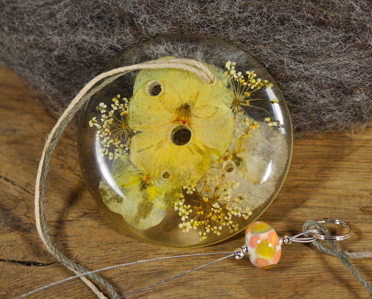 Resin Spinner's Diz with Threader: Pale Violas