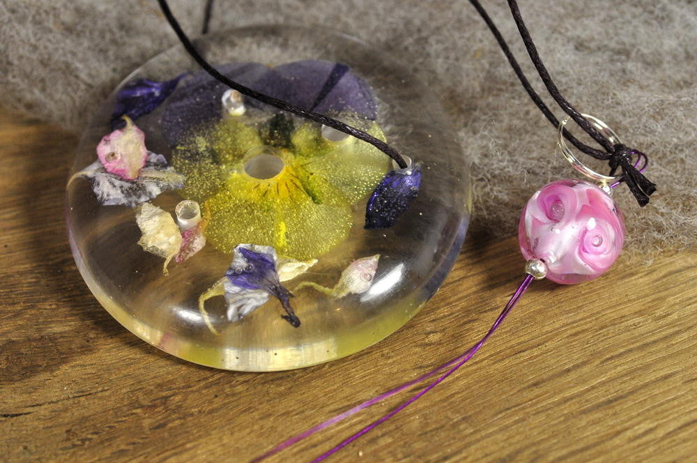 Resin Spinner's Diz with Threader: Viola and Larkspur Petals