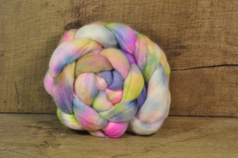 Falkland Wool Top - 'Pale Petals'