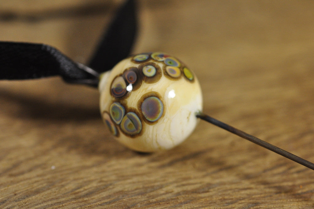 Spinner's Fetch Hook (Orifice hook) Ivory with multicoloured speckles