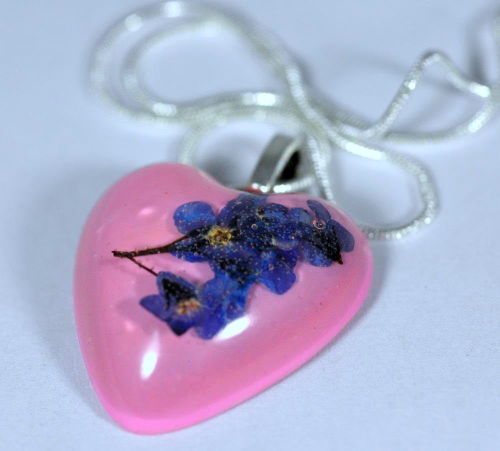 Resin Flower Necklace - Heart with Forget-me-nots