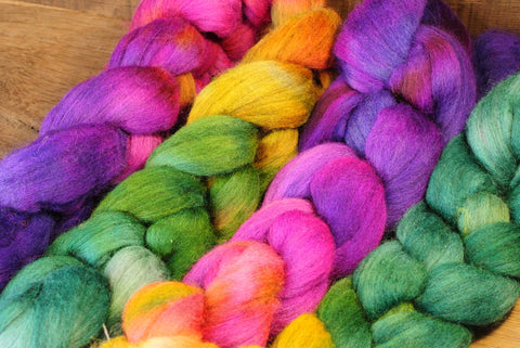 100g Hand Dyed Merino Wool Top for Handspinning or Felting, Gradient Dyed - 'Fuchsia Shades'