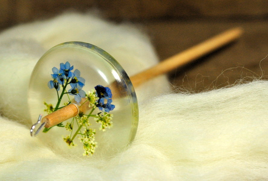 Botanical Top Whorl Resin Drop Spindle - Forget Me Not and Cow Parsley