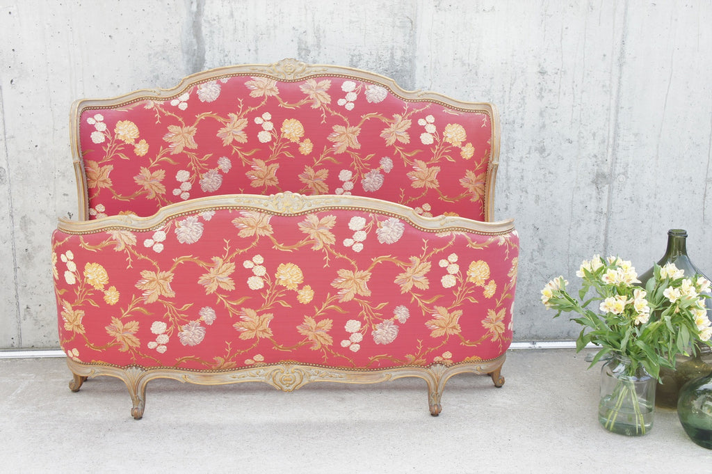 162cm Wide Red Jacquard Upholstered Corbeille Bed