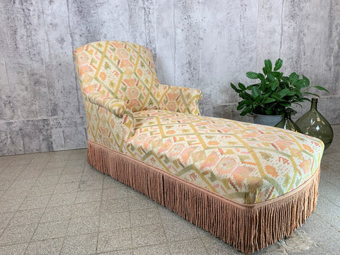 French Chaise Longue with Turned Legs to Upholster