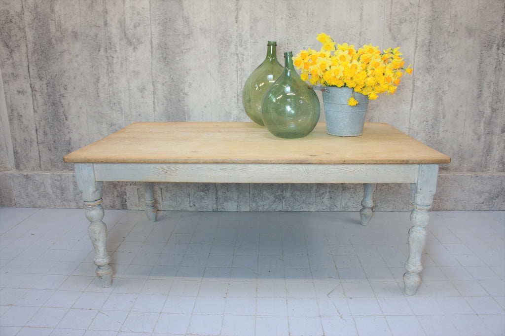 French Farmhouse Kitchen Dining Table with Turned Legs Painted 'Shabby Chic' Style