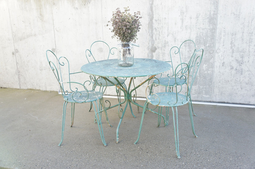 Set of 4 Green Metal Garden Chairs and Circular Table
