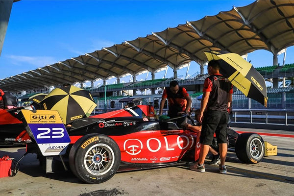 BlackArts Racing crew attends to the red Oloi F3 car between races