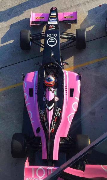 Arial view of the pink Oloi F3 car with driver on the starting grid