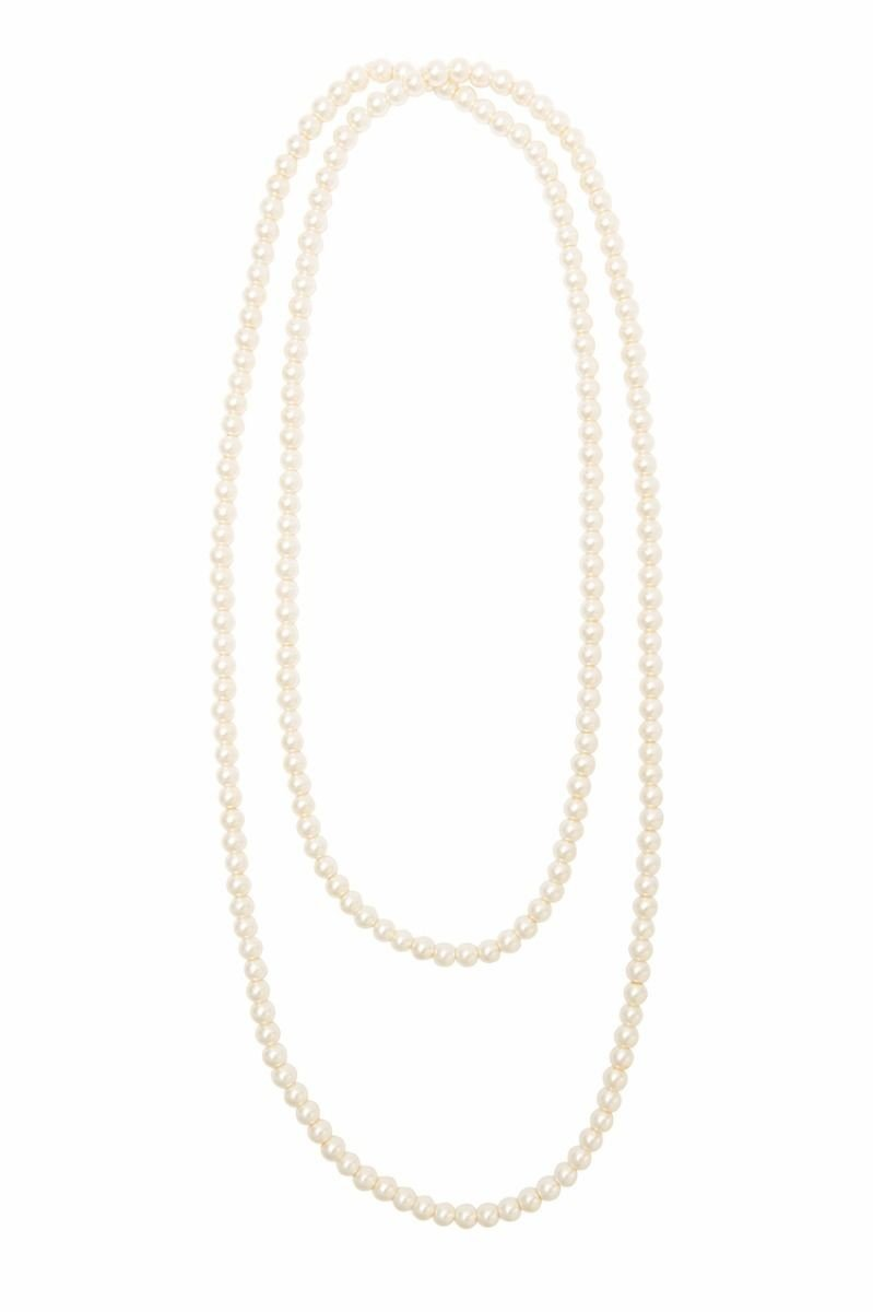 what type of necklace does a flapper wear?