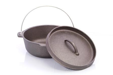 CampBlaze  |   Cast Iron 2QT Camp Oven with Lipped Lid - 8cm
