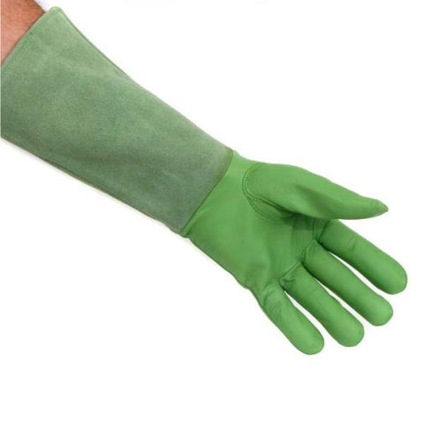 QUALITY PRODUCTS | Scratch Protectors Gauntlet Glove Green - Medium in use