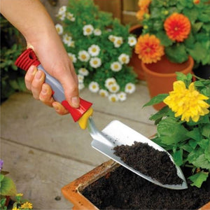Using a WOLF GARTEN Heavy Duty Hand Trowel