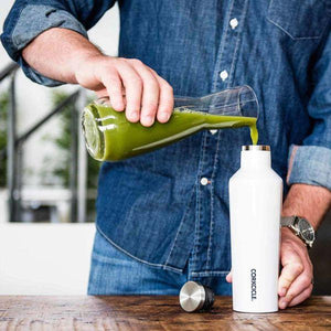 CORKCICLE | Canteen 16oz (470ml)- White in use