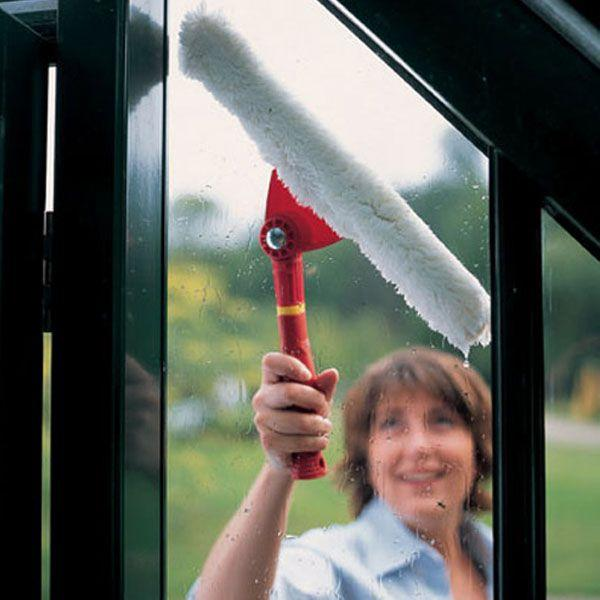 Easy Cleaning with WOLF GARTEN | Multi-change Window Washer