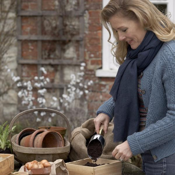 SOPHIE CONRAN | Compost Scoop in action