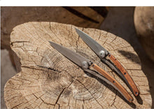 Load image into Gallery viewer, DEEJO KNIFE | Classic Wood 37g - Juniper displayed