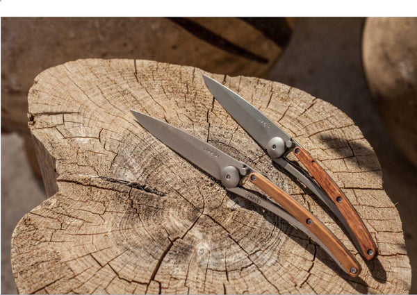 DEEJO KNIFE | Classic Wood 37g - Juniper displayed