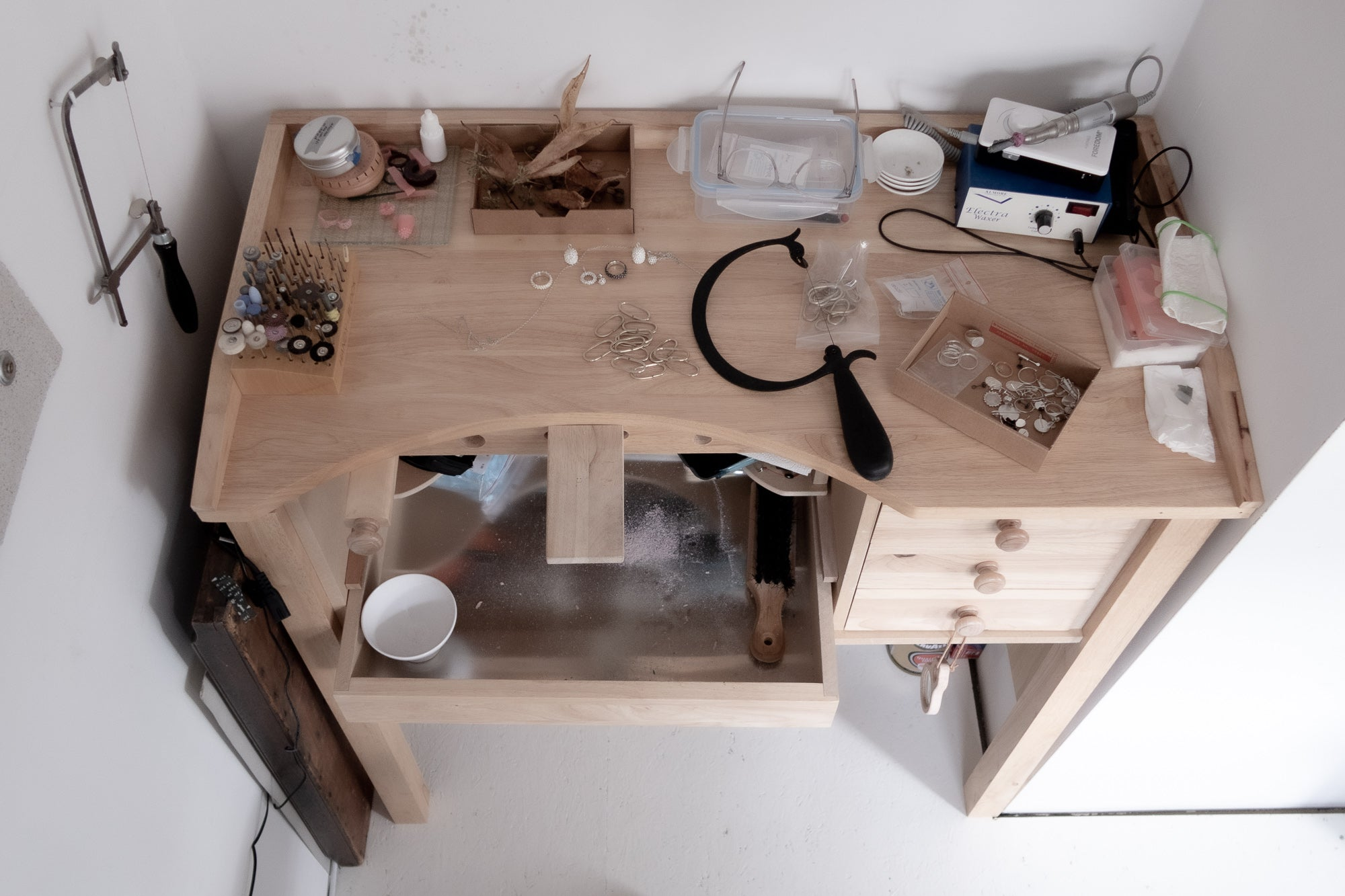 daphne van der meulen jewelry bench work space