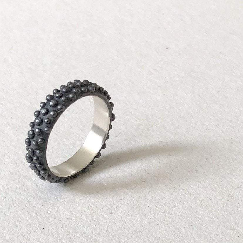 black dots ring mezereem