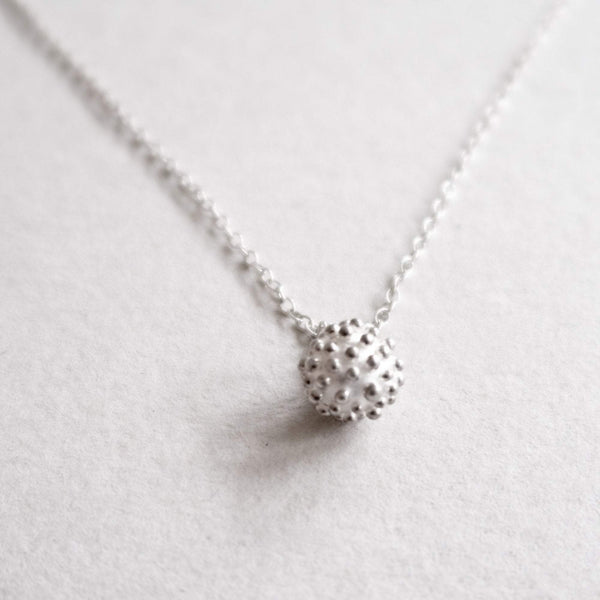 dots pendant necklace in silver