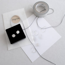 Load image into Gallery viewer, triple ball ear studs black