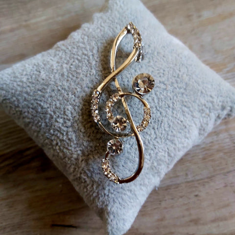 Musical note brooch