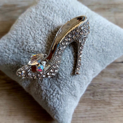 Shoe brooch