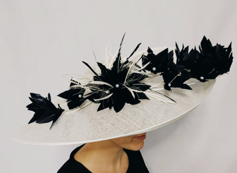Large Hatinator with Contrast Feather Flower