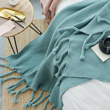 Load image into Gallery viewer, Forest Green Tassel Blanket - Vida Style