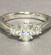 Load image into Gallery viewer, Platinum & Diamond Ring