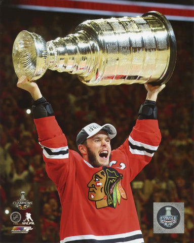 Chicago Blackhawks Jonathan Toews 2015 Stanley Cup Champions Raising the Cup Photo