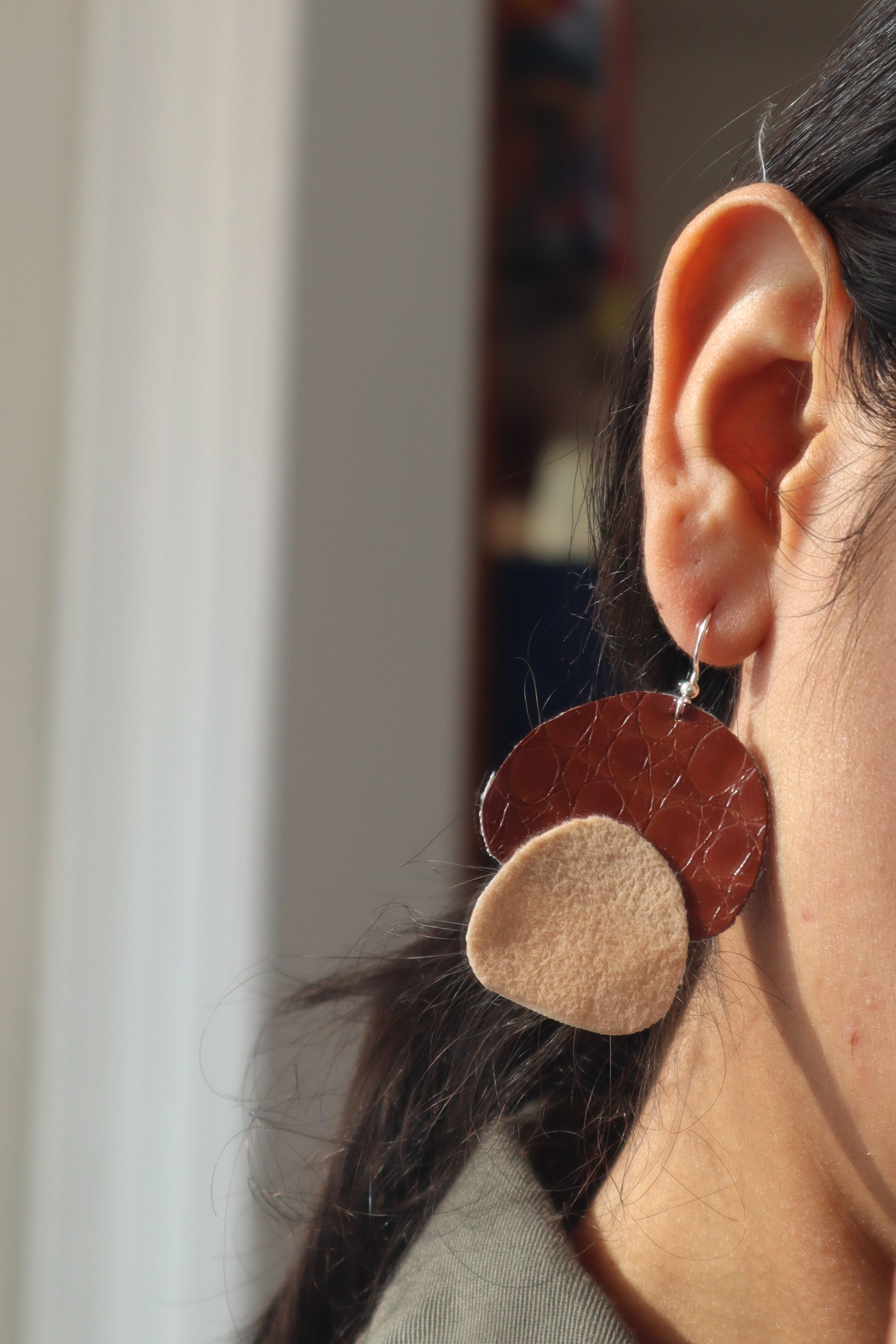 Milla earrings double petals in cinnamon