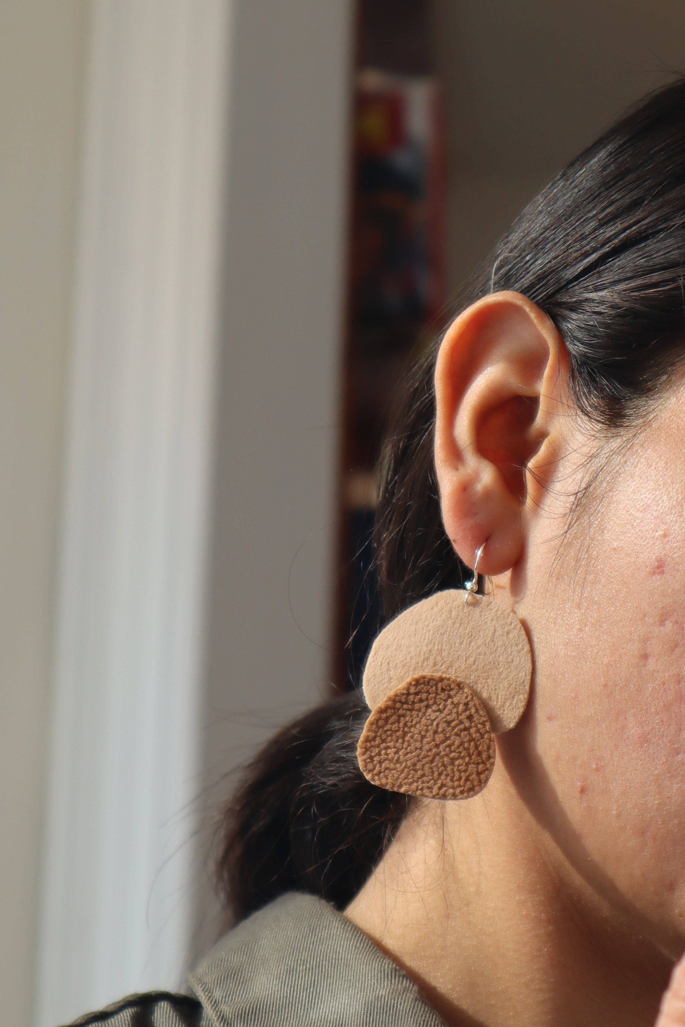 Milla earrings double petals in light browns