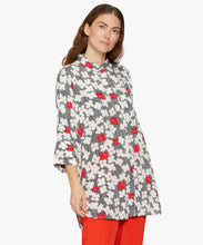 Load image into Gallery viewer, Indrassi 3/4 sleeve Shirt in Valient Poppy Shirt Masai