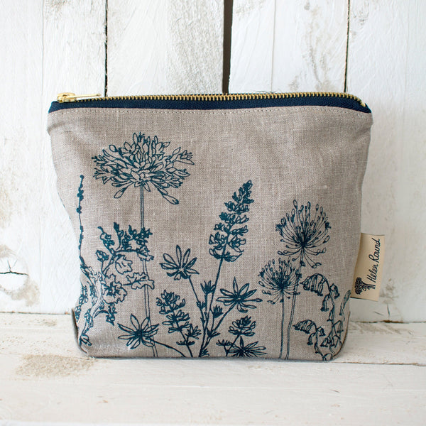 Linen toiletry bag from the garden collection in the colour natural