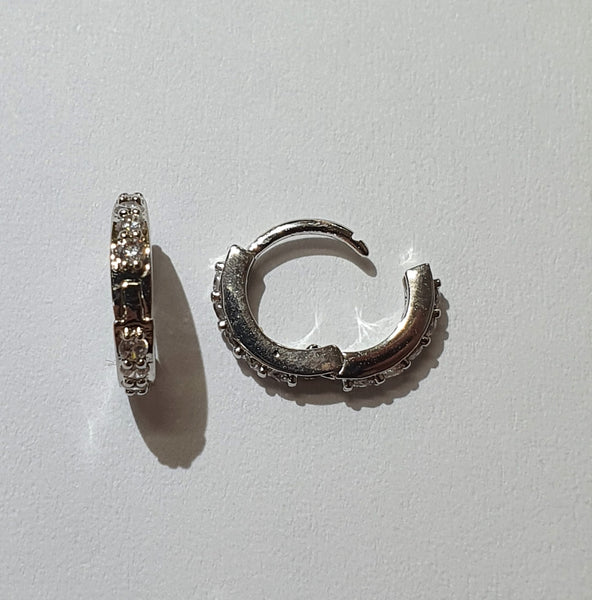 Hinged Ring with Edge Facing Crystals 1mm - mid hinged