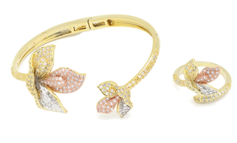 18kt Quilted motif Bangle Bracelet + Ring set Available in 7,8,9 sizes
